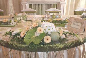 Bemutatónk zöld-krém asztala